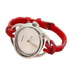 Elegant rød ur med læderrem