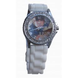 Justin Bieber ur i hvid med similisten