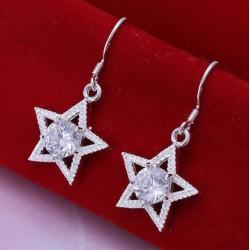 Sølv øreringe med stjerne og sten i midten